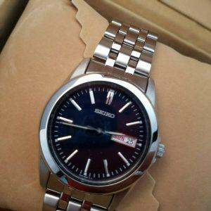 Elegant Seiko 7N43-0AM0 Black Face Watch For Men