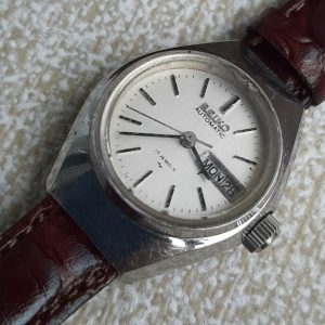 Seiko 3206-0040 17 Jewels Day Date Automatic Hand Winding Watch for Women